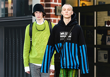 Versatile Sweatshirt -- 2019 S/S Men's Key Item on Catwalk