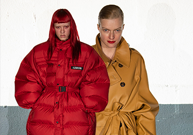 Decadent Looks -- The Catwalk Analysis of VETEMENTS Womenswear