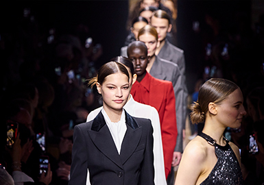 Escape from Reality -- The Catwalk Analysis of MICHAEL KORS Womenswear