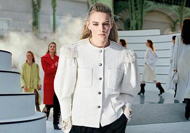 The Anthem of Knight Girls -- The Catwalk Analysis of Chanel Womenswear