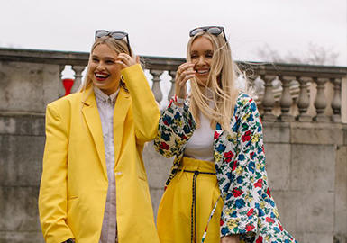 The Comprehensive Analysis of Street Snaps During Fashion Weeks (2)