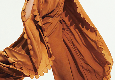 Optimizing Edges -- The Craft Detail Trend for Womenswear