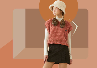 Cross-Seasonal Dressing -- The Silhouette Trend for Teenagers' Knitwear