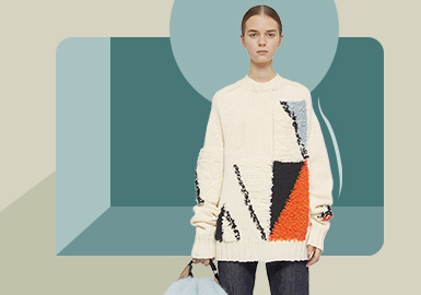 Dynamic Oversize -- The Silhouette Trend for Women's Pullover